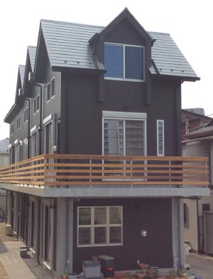 3階建ての家は屋根が狭い