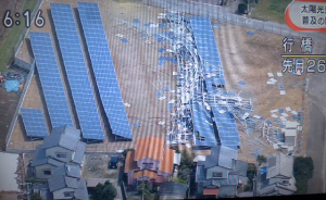 群馬県伊勢崎市で太陽光パネルが飛ばされる